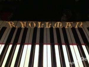 R.HOLLMAN PIANO