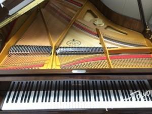 ペトロフ、グランドピアノ